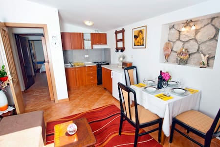 Family apartment with garden and barbecue - Flat