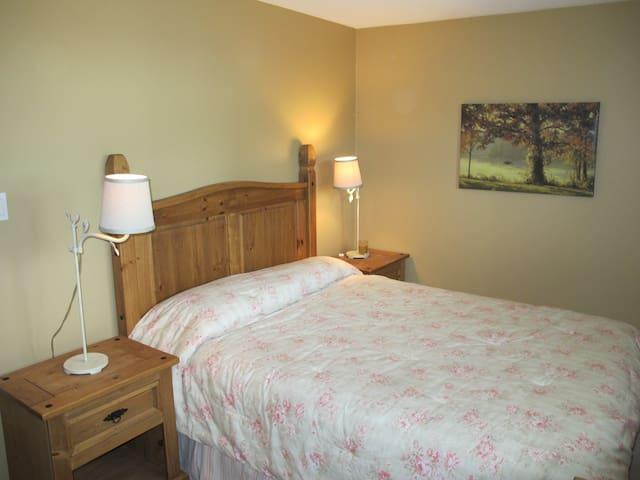 Charming Upstairs Bedroom in Beautiful Windermere