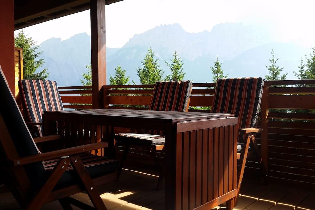Sonnenbalkon mit Platz für 6 Personen