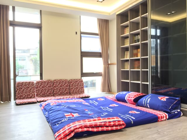 二樓其中1房-和室型房舖記憶床墊可睡1-4人