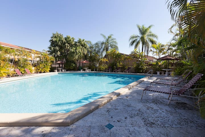Private Room,Bathroom,Pool,Parking,Wifi - Miami - Casa adossada
