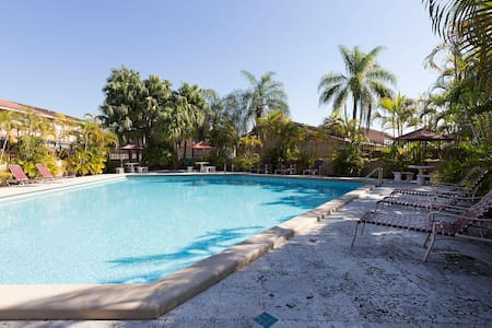 Private Room,Bathroom,Pool,Parking,Wifi - Miami - Townhouse