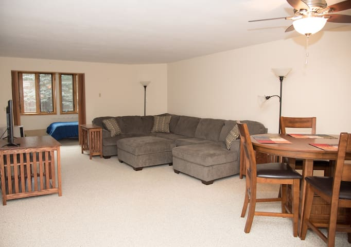 2 BR Condo in North Conway: close to shops/outlets