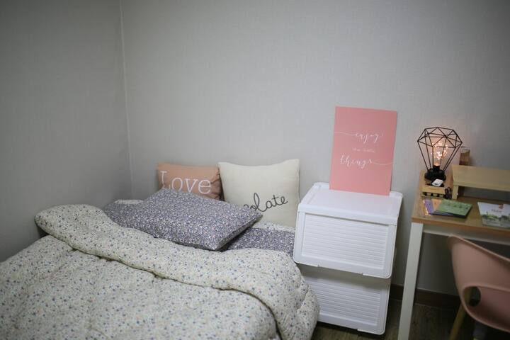 7mins from Sadang Station near Gangnam/Female only