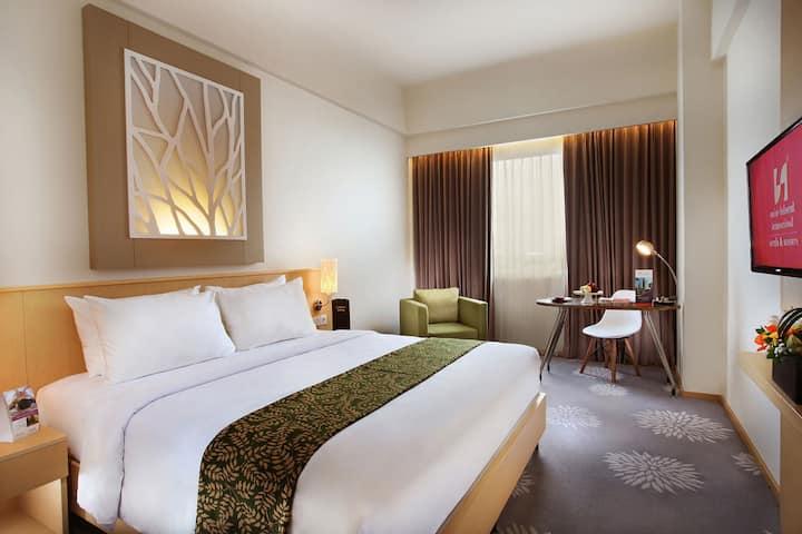Deluxe Room at Swiss-Belinn Manyar