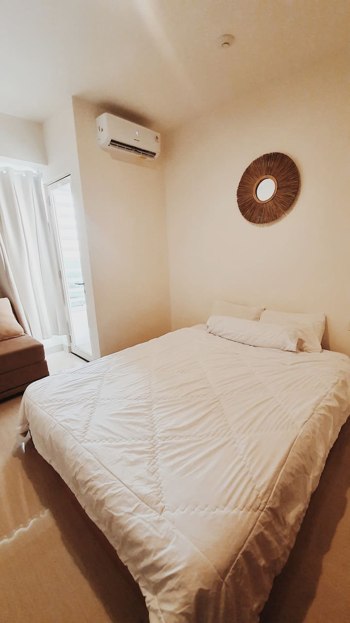 Studio Minimalist Apartment - Grand Kamala Lagoon