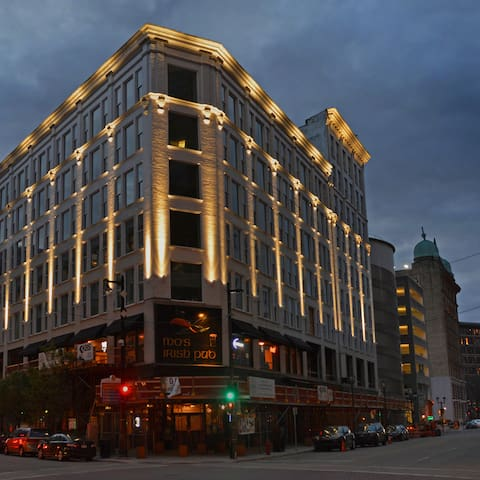 Downtown MKE | 2 BR 2 BA | Up to date Finishes