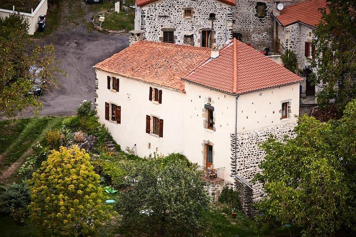 Maison vigneronne restaurée avec vue, au calme