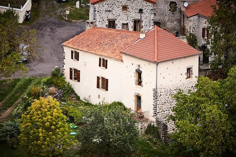 Restored winemaker house with view, quiet