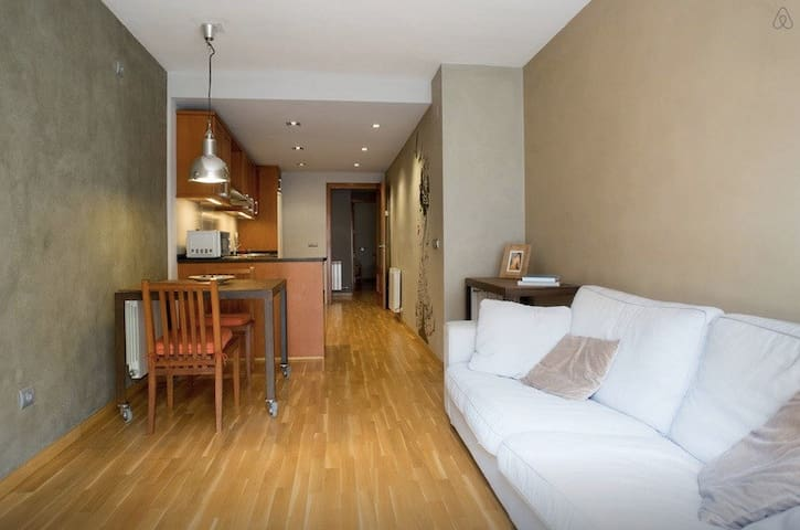 ONLY 20' FROM BARCELONA! WIFI, PARKING & TERRACE - Molins de Rei - Appartement