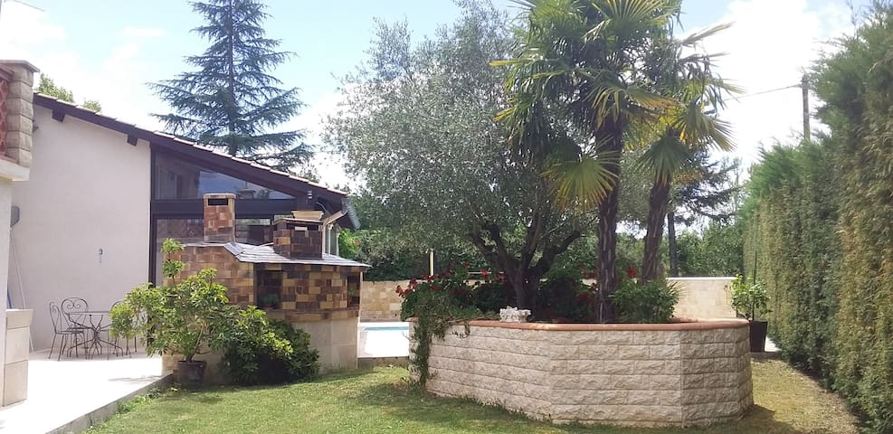 L'olivier (calme  repos avec nature et vignoble )