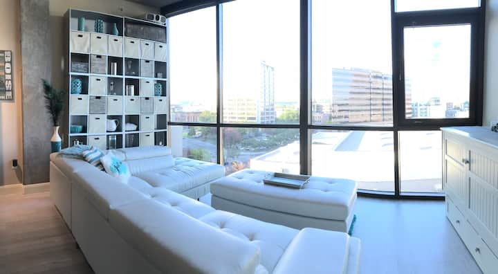 Downtown Condo with Amazing View!