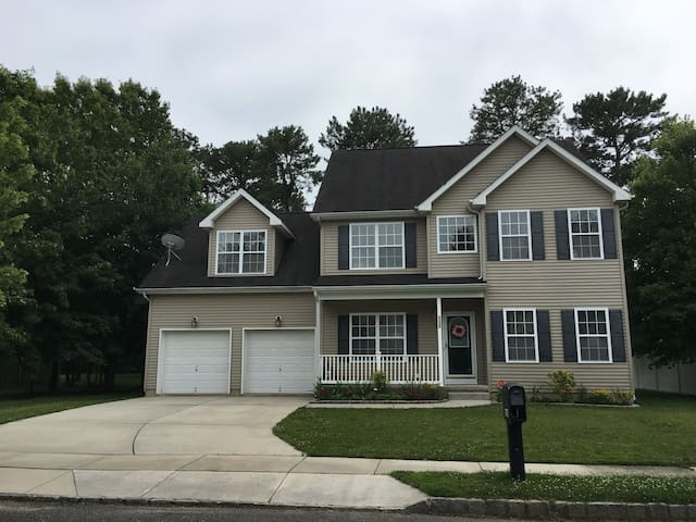 BR in Comfortable Home, Short Drive from AC & OC
