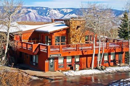 Snowmass Inn hotel room - Snowmass Village