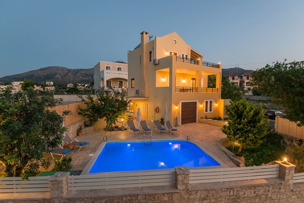 Villa Nikolaos is located 6 km away from Rethymno town!