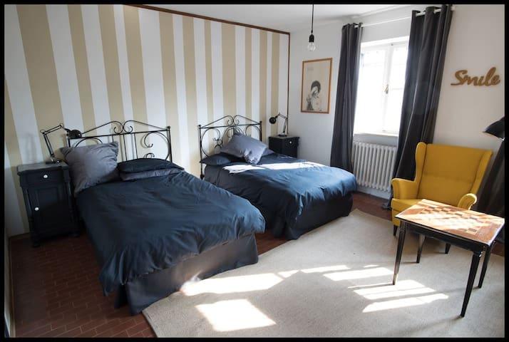 Room: Gomez