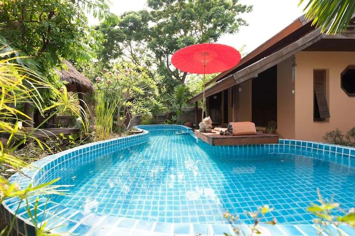 Lana Style Pool House