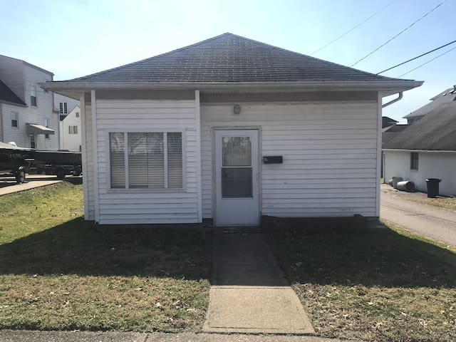 Entire 2BR/1B House - New Martinsville WV