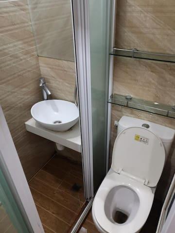 CLEAN ROOM @ 23-29 hennessey road, Wan Chai 湾仔短租