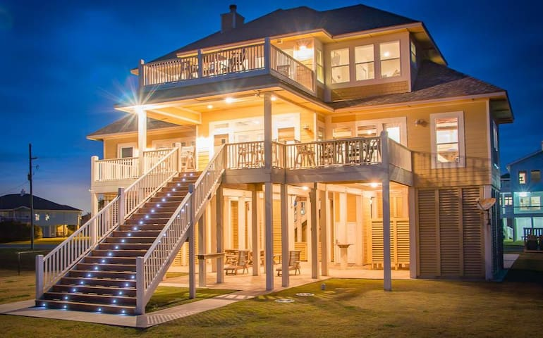 Luxury Beachfront Cabin in Crystal Beach, Texas
