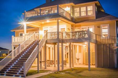 Luxury Beachfront Cabin in Crystal Beach, Texas