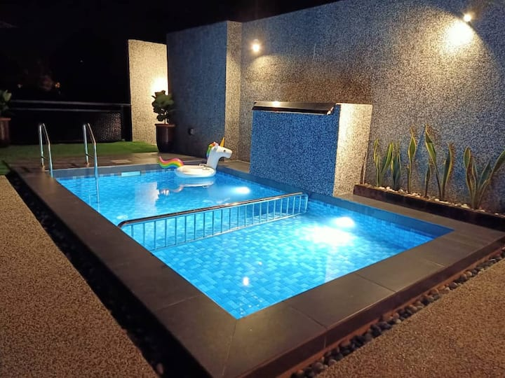 The Luxury Villa -Private Pool- (Airport & Cenang)