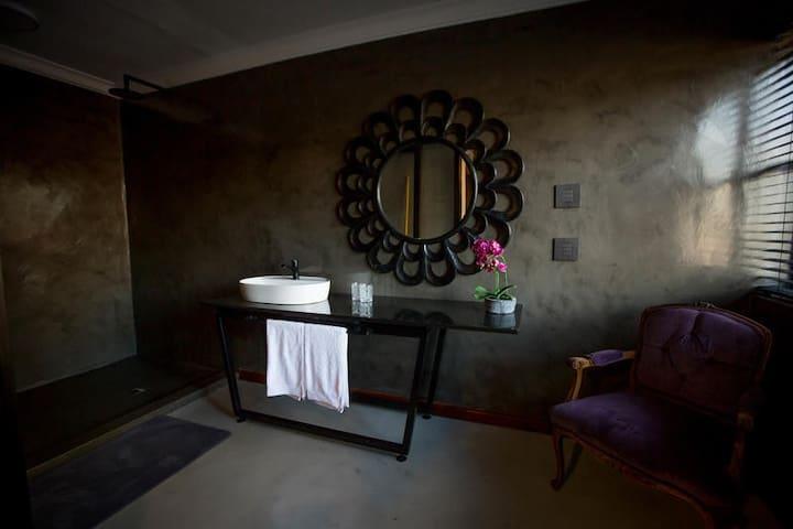 Petit room