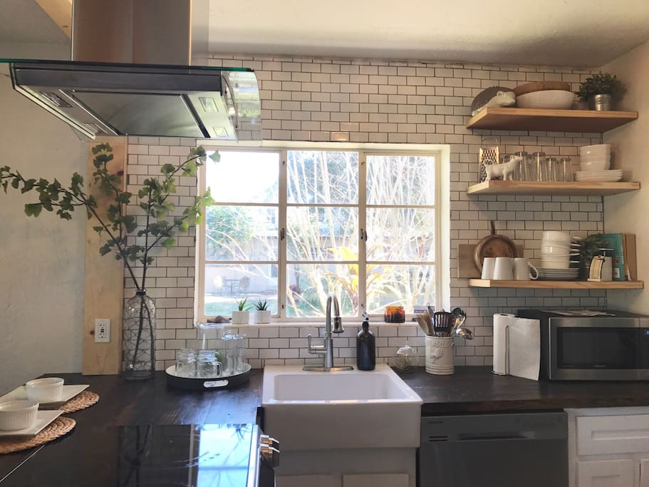 Updated kitchen with all new appliances and backsplash