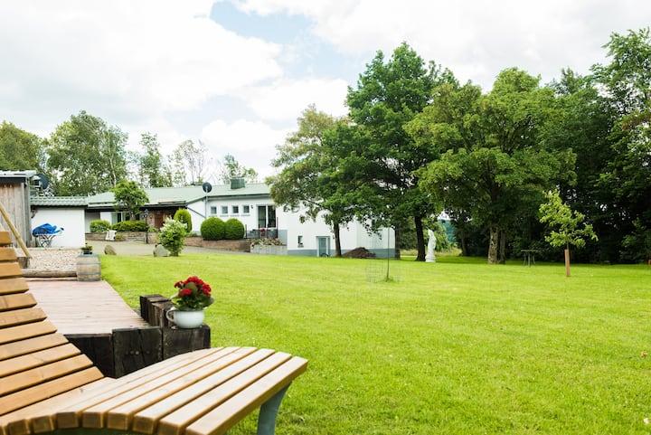 Ferienhof Weites Land - Wohnung Wiese