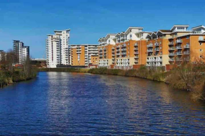 * Modern Apartment in Cardiff Bay, close to City*