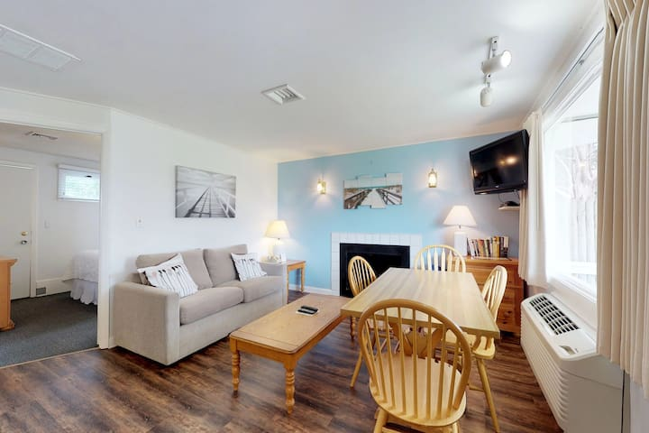 Cute condo with shared pool & tennis - close to golf and the beach!