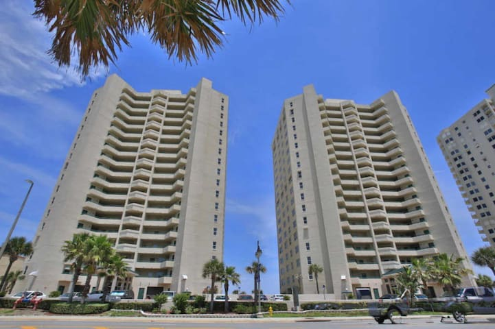 18th Floor, Luxury Condo, Panoramic Ocean Views