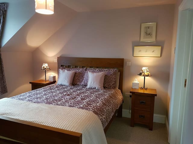 Forge Cottage, Meadow View Room - Laugharne