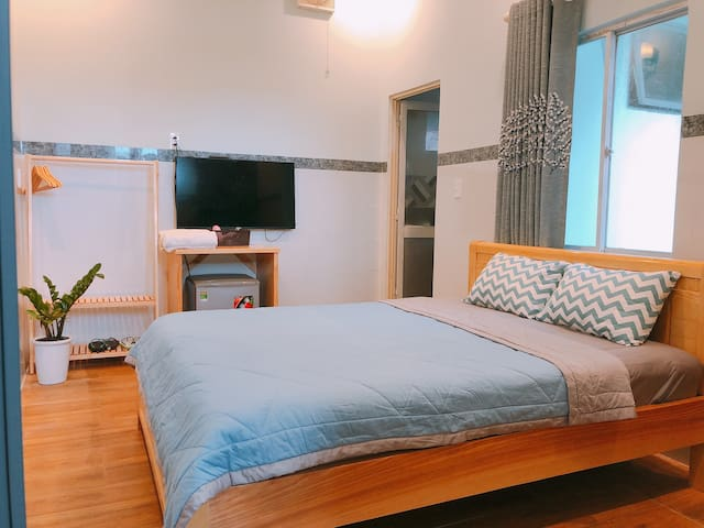 Cozy Bedroom in Center-Private-High Speed Wifi