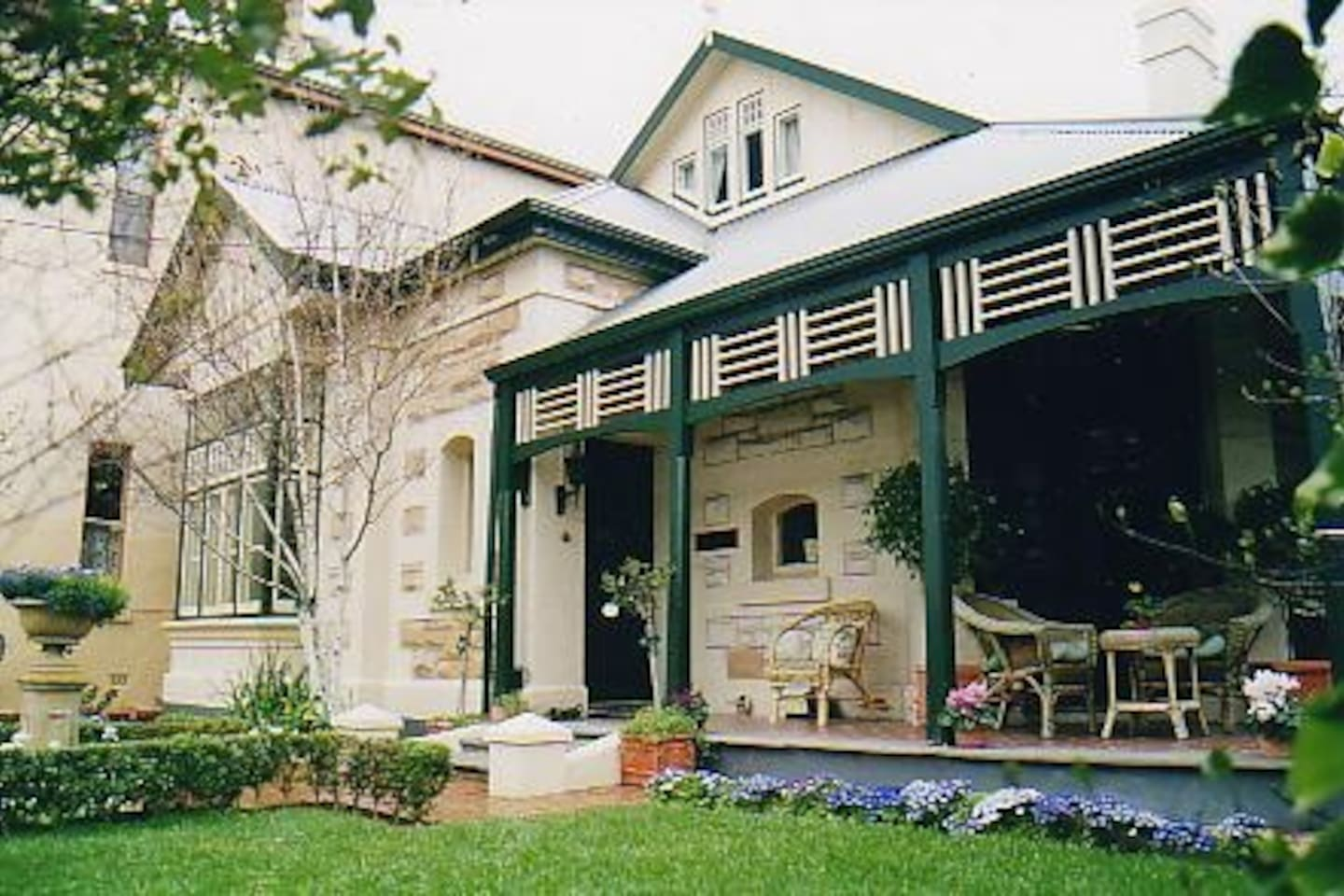 'Water Bay Villa' Bed & Breakfast