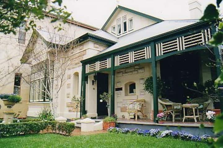 'Water Bay Villa' Bed and Breakfast - Glenelg