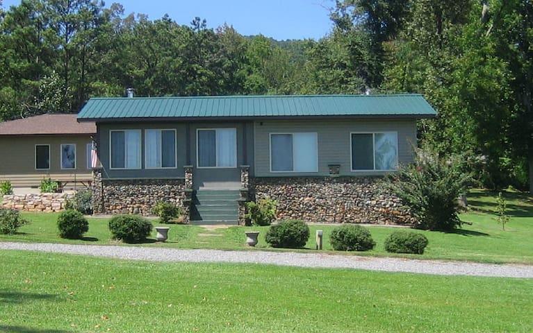 Baker House Cabin at Lake Guntersville