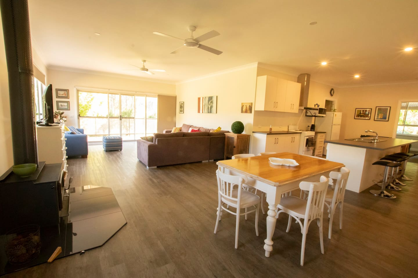 Large open plan kitchen, dining & lounge area opens out onto a large deck and alfresco dining area