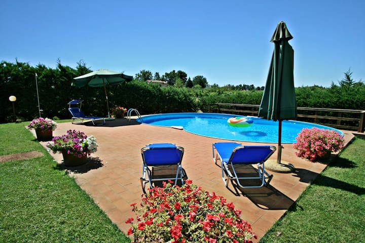 Relaxing holiday in the very heart of Tuscany