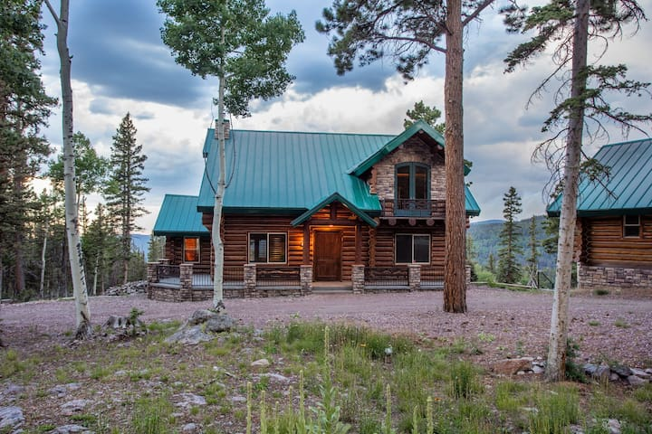 Luxurious Beaver Mountain Cabin Home &Guest House
