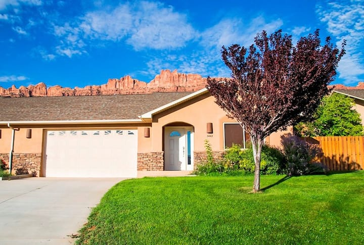 Private 3 Bedroom, 3 Baths Twinhome Near Arches.