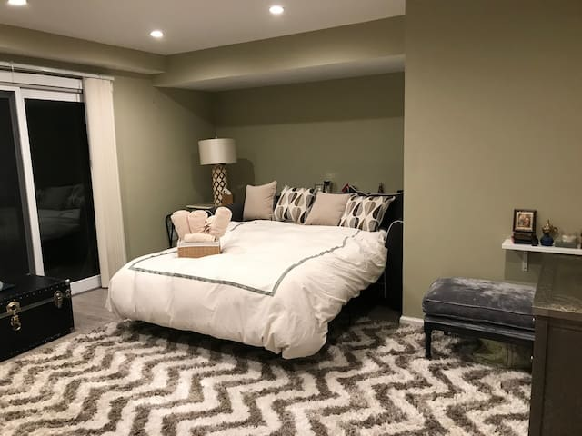 Huge Guest Room in Staten Island
