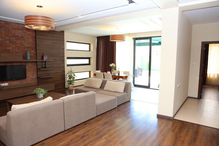 elis villa