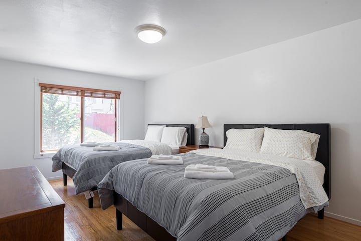 Spacious & Renovated 3BR 2BA with SF View +Parking