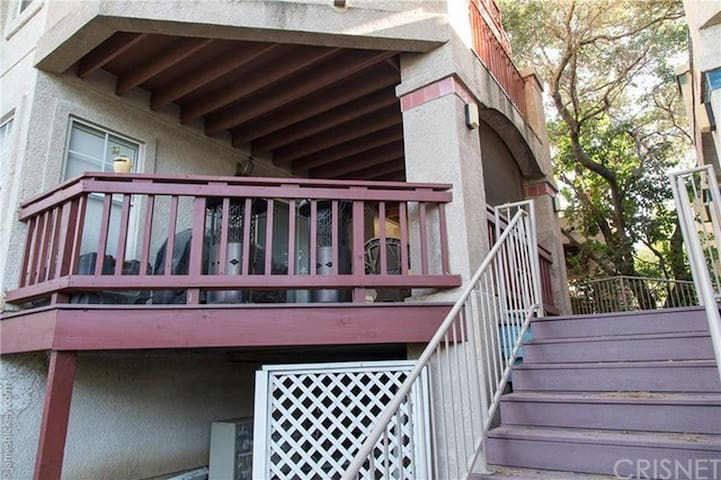 Conveniently Located Condo- 3 - Westlake Village