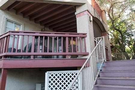 Conveniently Located Condo- 3 - Westlake Village - Condominium