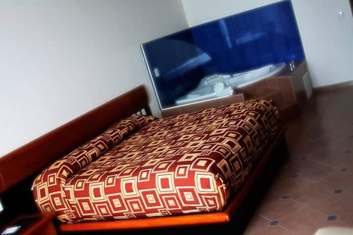Habitación con cama King Size y jacuzzi