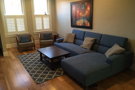 3 BR DC Rowhouse - Walking distance to Capitol! - Washington