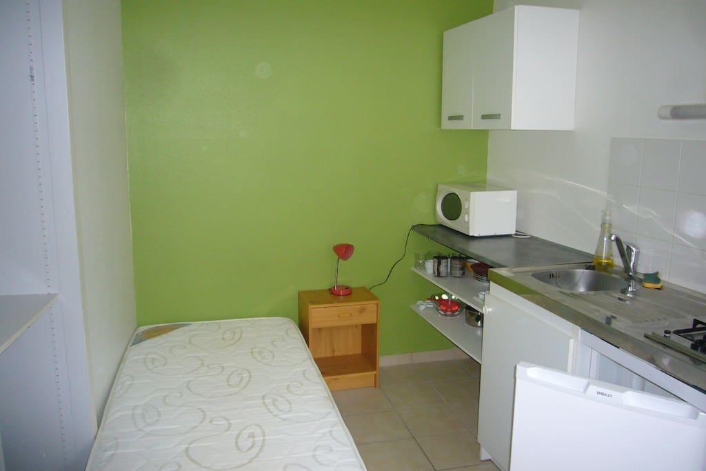 studio tout confort proche catho appartements louer angers pays de la loire france. Black Bedroom Furniture Sets. Home Design Ideas