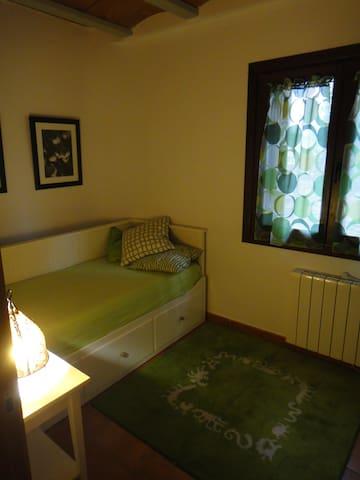 Habitacion Privada en Casa de pueblo del pirineo - Noales - Casa